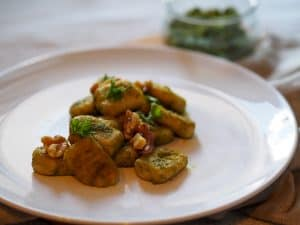 ready dish gnocchi with walnut pesto